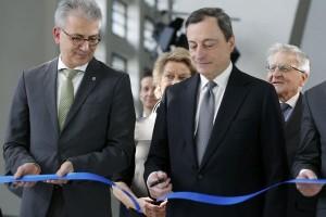 ECB: pertumbuhan ekonomi zona euro pulih ke tingkat pra-krisis