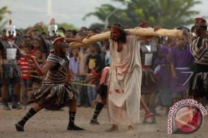"""Ribuan peziarah ikuti prosesi """"Semana Santa"""" di Larantuka"""