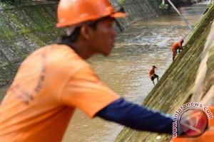 Pasukan Oranye penjaga kali-kali Jakarta