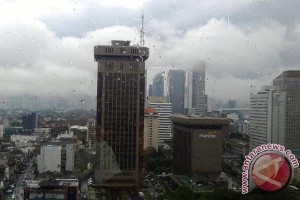 Sebagian Jakarta diprakirakan hujan malam nanti