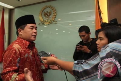 Ical persilakan Ade Komaruddin maju
