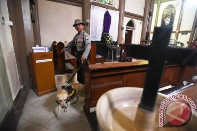 Sterilisasi Gereja Jelang Paskah