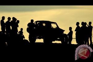 Konvoi Tim Offroad Kalimantan melintas perbatasan menuju Sabah