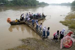 Bengawan Solo di hilir Jawa Timur siaga banjir