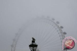 Turis tertahan di wahana setinggi 135 meter saat serangan London