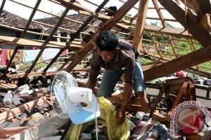 Angin robohkan enam rumah di Bojonegoro