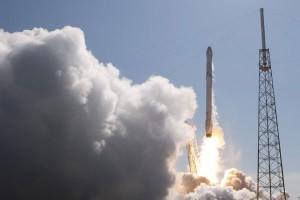 SpaceX akan luncurkan komputer super ke luar angkasa