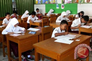 UN SD di Mataram berjalan lancar