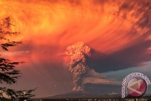 Gunung Calbuco meletus, Chile ungsikan ribuan orang