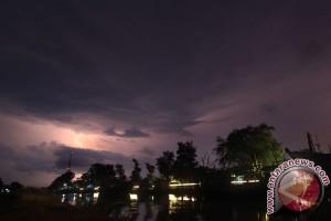 BMKG imbau waspadai hujan lebat petir di Lebak
