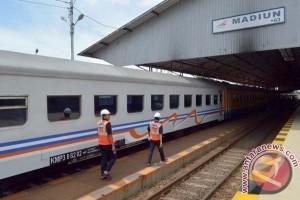 Keberangkatan kereta dari Kediri ke Jakarta terlambat