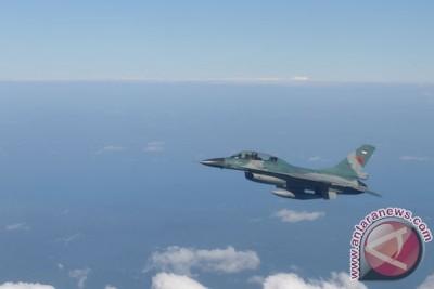 Dua tewas dalam tabrakan jet F-16 dengan pesawat sipil