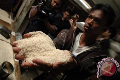 Pertolongan pertama jika mengkonsumsi beras plastik