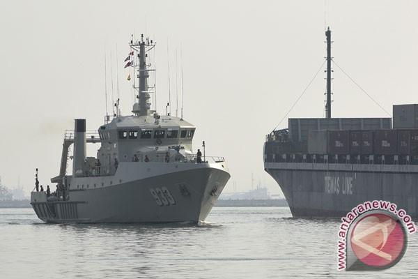 Masyarakat boleh swafoto di kapal perang TNI AL di Makassar