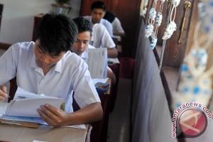 Sekolah pinjam laptop siswa-guru untuk UNBK