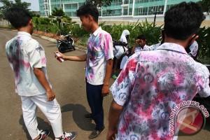 Hari ini hasil UN SMA diumumkan, pelajar dilarang coret baju