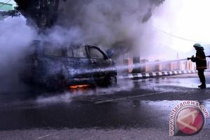 Kebakaran mobil di Solok akibat puntung rokok