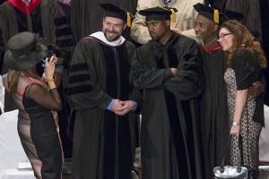Kanye West desain seragam sekolah anti-bullying