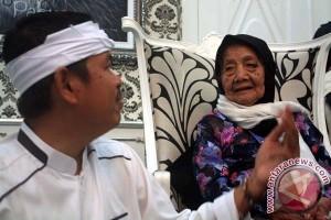 Pelajar non muslim bersihkan Masjid Agung Purwakarta