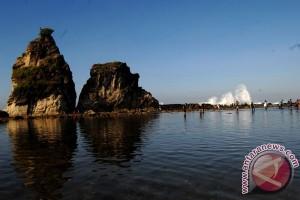 Pantai Sawarna Lebak dipadati pengunjung liburan Idul Adha