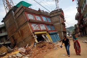 Setelah diluluhlantakkan gempa bumi, Nepal kembali ke bambu
