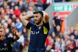 Shane Long menangkan Southampton atas Swansea City