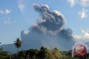 PVMBG : kegempaan vulkanik Gunung Lokon lebihi normal