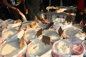 Riau kekurangan 415.000 ton beras tiap tahun