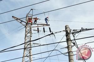Medan gelap gulita, kabel transmisi putus akibat kebakaran pabrik