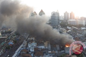 Wali Kota persilakan warga bantu korban kebakaran Senen