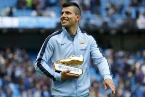 Sergio Aguero dikritik karena pindah ke City lewat pintu belakang