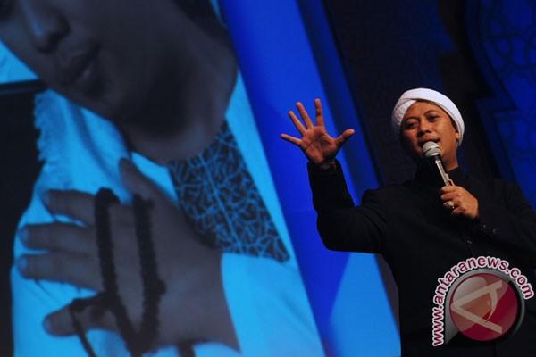 Penyanyi Opick: Doa Bersama Bukti Cinta Agama