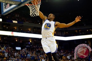 Playoff NBA - Warriors perpanjang nafas, rebut game kelima 120-111