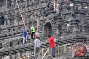 Ratusan pelajar laksanakan gerakan bersih Candi Borobudur