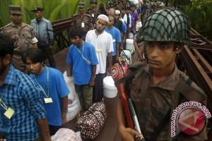 """Ratusan warga Rohingya """"pulang"""" dari Bangladesh"""