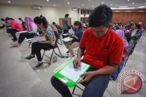 Ujian SBMPTN CBT Surabaya berjalan lancar