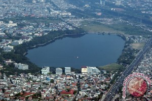 Sumber air baku dari sungai Jakarta hanya empat persen