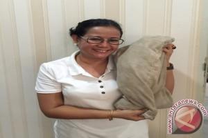 Miryam S Haryani dan bantal usia 40 tahun