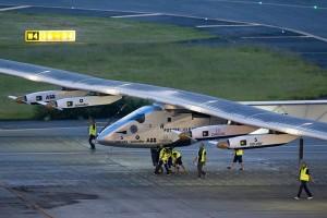 Solar Impulse 2 sukses mendarat setelah hampir 16 jam terbang
