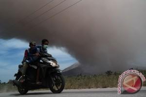 BNPB: Gunung Sinabung meletus disertai awan panas