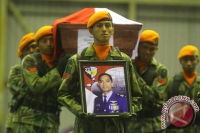 Kapten Sandy Permana dimakamkan secara militer