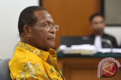 Sidang Perdana Mantan Gubernur Papua