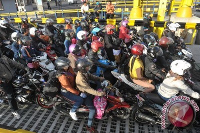Antrean kendaraan di Pelabuhan Gilimanuk makin panjang