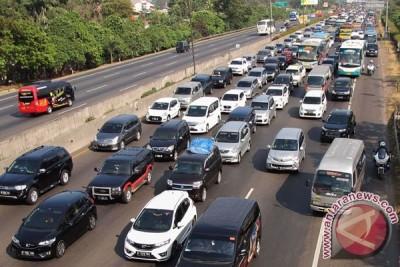Libur panjang, Tol Jakarta-Cikampek padat