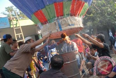Ganjar larang penerbangan balon udara