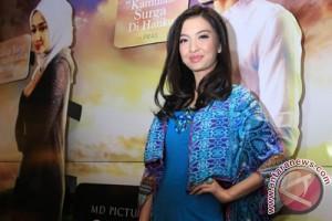 Raline Shah penggemar kain tradisional