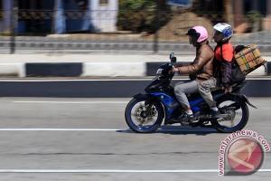 Pemudik bersepeda motor mulai melintasi jalur selatan
