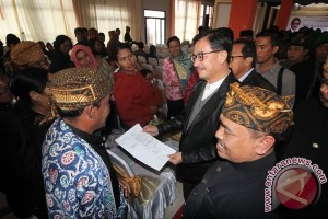 Menteri Agraria serahkan 180 sertifikat adat Tengger