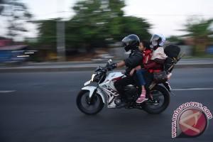 Jangan bawa anak kecil mudik dengan sepeda motor