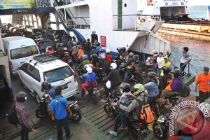 Pemudik terjebak macet di Pelabuhan Gilimanuk